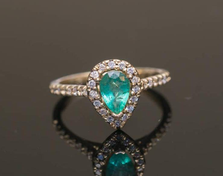 pear emerald ring with diamond halo